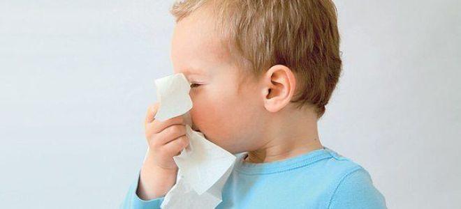 Чем лечить сильный насморк у детей 4 лет: советы и рекомендации