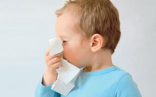 Почему возникает и как лечится хронический насморк у ребенка