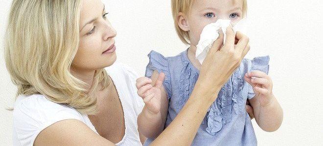 Почему возникает затяжной насморк у ребенка и как его лечить