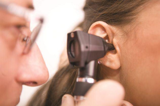 Заложенность уха при насморке